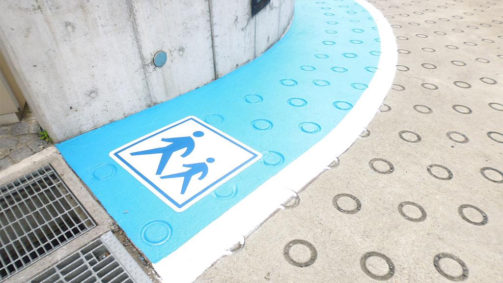 駐車場地下スロープ
