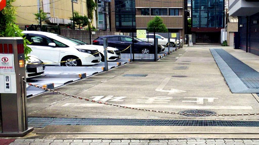 チェーンゲート付きの駐車場